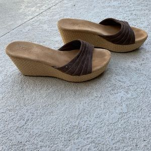 COPY - Ugg wedge size 9